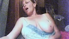 Big boobs beauty masturbates on cam