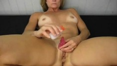 Amateur webcam girl masturbate big dildo